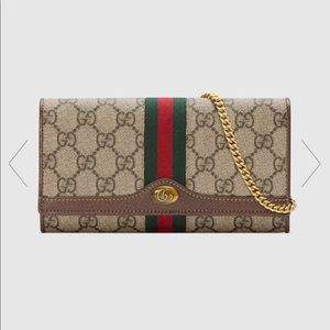 Brand new 2019 authentic Gucci wallet on chain .